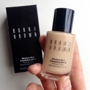 Bobbi Brown Moisture Rich Foundation: Sand